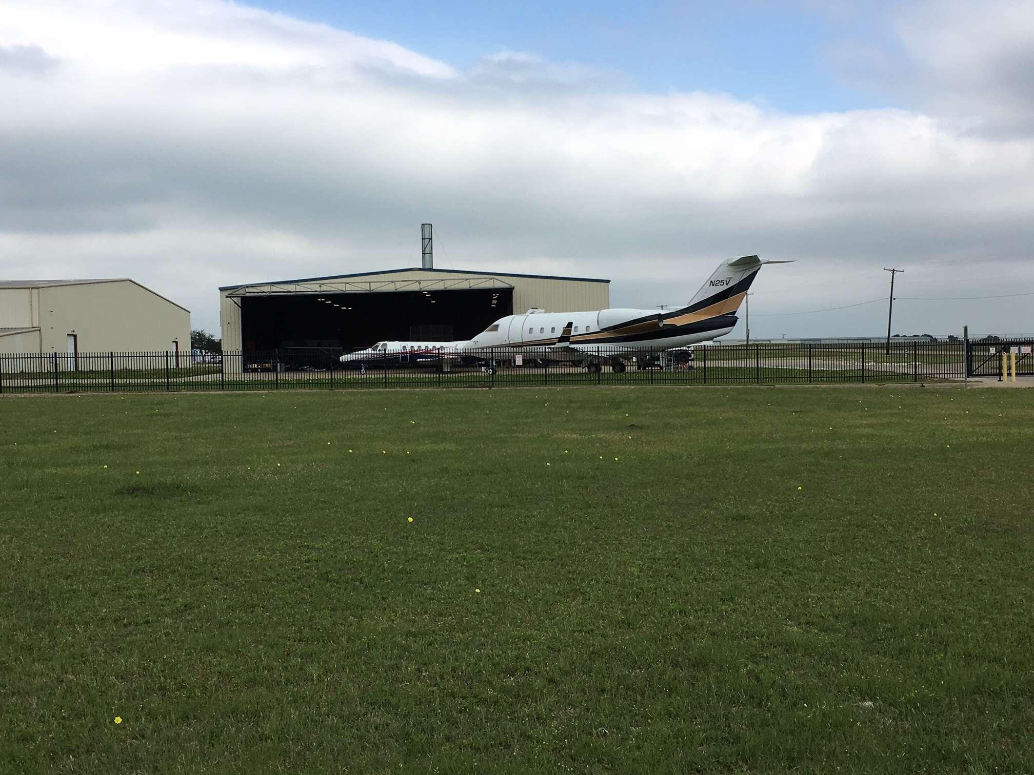 Aircraft Hangar Ventilation : Airport drive hangar cleburne texas